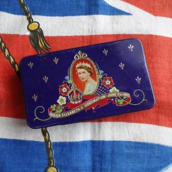 エリザベス女王戴冠記念 Cadburyチョコレート缶 ミニサイズ