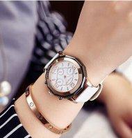 ペアでもオシャレ♪大人のオシャレなシグナル腕時計