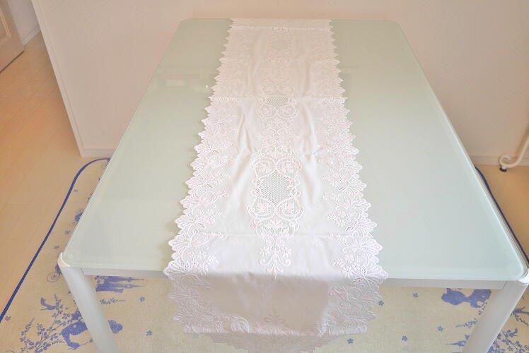 お手入れ簡単♪ホワイトで上品 ビニール素材のテーブルセンター