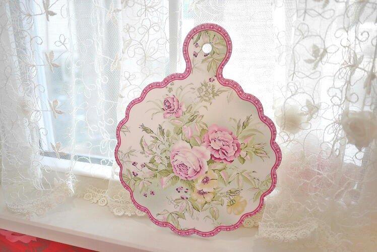 キッチンのお供に♪上品なラベンダーカラーのお花に可愛い形♪鍋敷き