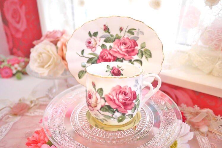 深紅のローズが美しい オーバルコーヒーカップ&ソーサー(イングリッシュローズ)