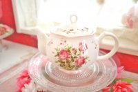 小ぶりなサイズにキュン♪ピンクのバラのミニティーポット(フリルローズ)