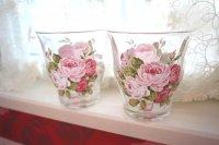 キレイなガラスタンブラー 愛らしいバラのイラストが浮かびます
