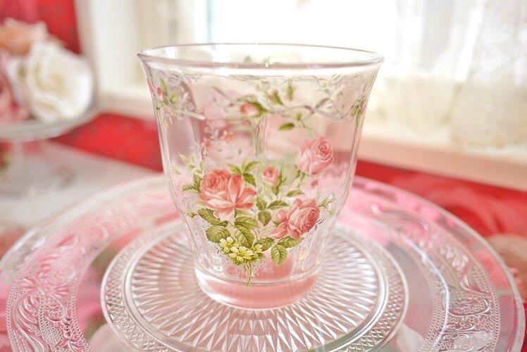 キレイなガラスタンブラー 可愛いバラのイラストが浮かびます(フリルローズ)