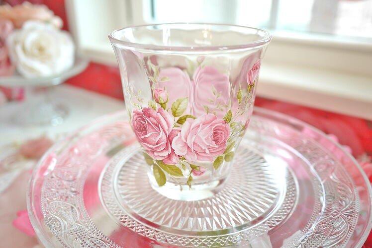 とってもキレイなガラスタンブラー 夢の国のバラのイラストが浮かびます(ラレーヌローズ)