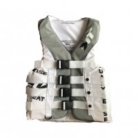 <img class='new_mark_img1' src='//img.shop-pro.jp/img/new/icons30.gif' style='border:none;display:inline;margin:0px;padding:0px;width:auto;' />CLASSIC-WHITE 4BUCKLE LIFE VEST (USCG/JCI認定品)
