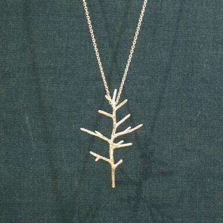 小さな木のネックレス