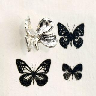 蝶のピアス