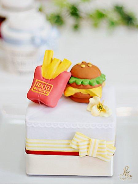 ワンちゃん用おもちゃ付きペットシーツケーキ バーガー&ポテト