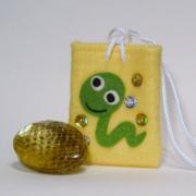 【送料無料】運気を変えるヘビの抜け殻のお守り&お守り袋セット(黄色)
