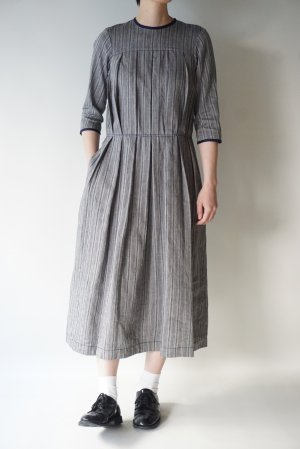 <img class='new_mark_img1' src='https://img.shop-pro.jp/img/new/icons48.gif' style='border:none;display:inline;margin:0px;padding:0px;width:auto;' />【Nigel Cabourn】PLEATS DRESS