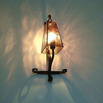 「ひび割れた灯り」ステンドグラス
