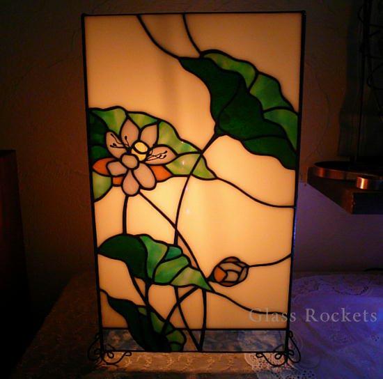 「蓮の花」行灯ステンドグラス