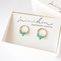 [即納][minikin]14kgf/グリーンオニキスが並ぶ小さなイヤリング