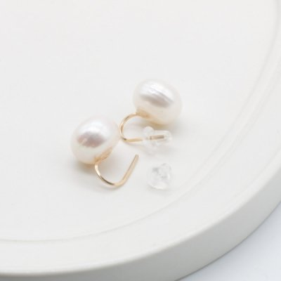 [minikin][チャーム付け替え対応]14kgf/11mmこぼれ淡水パールのイヤリング
