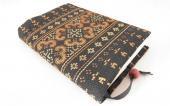 モン刺繍の文庫本用ブックカバー(OBj)
