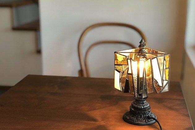 【限定1】 テーブルランプ ガラスのかけらランプ amber� アンバー 【画像3】