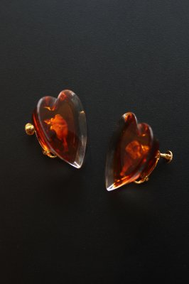 THEATRE PRODUCTS Acryl Heart cut earring(brown)