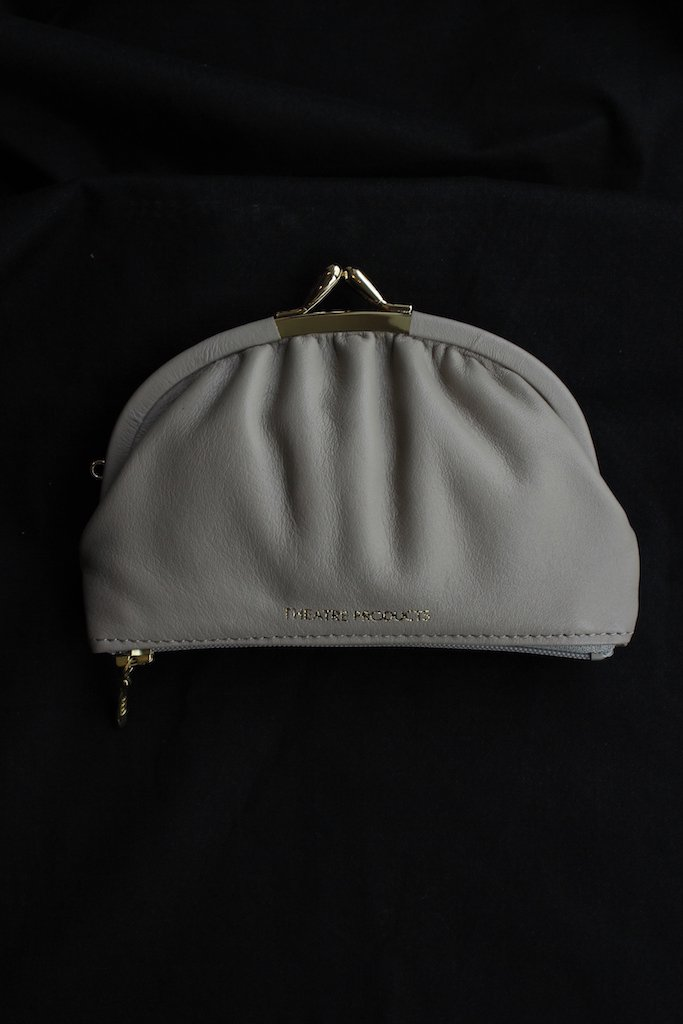 THEATRE PRODUCTS kip leather purse(gray)