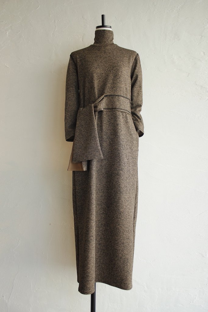 TARO HORIUCHI turtle neck dress(camel)