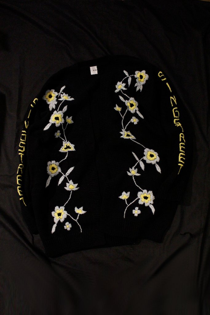 KIN flower embroidery sleeve knit cardigan(noir)