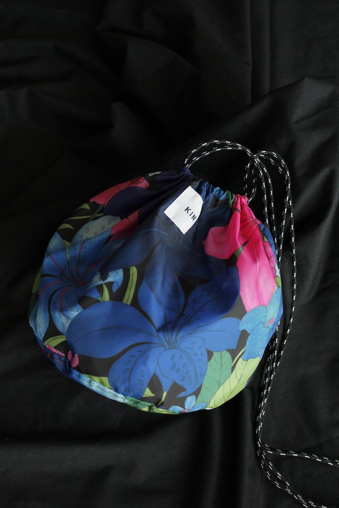 KIN tropical pt drawstring bag(noir)