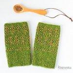 ビーズ編みリストウォーマー ラップランドの森 フォレストグリーン×木の実 アルパカ フィンランド製