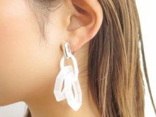 <img class='new_mark_img1' src='//img.shop-pro.jp/img/new/icons13.gif' style='border:none;display:inline;margin:0px;padding:0px;width:auto;' />Frosted  acrylic chain Earrings