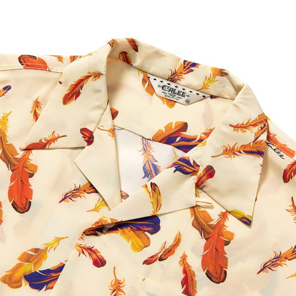 CALEE ALLOVER FEATHER PATTERN S/S SHIRT