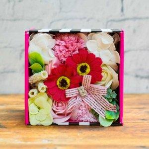 【お花の入浴剤バスフレグランスソープ】バービーボックス-ピンク-