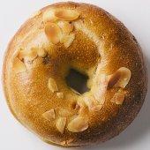 国産小麦・もちもちメープルアーモンド