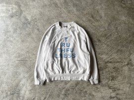 <img class='new_mark_img1' src='https://img.shop-pro.jp/img/new/icons13.gif' style='border:none;display:inline;margin:0px;padding:0px;width:auto;' />PRINTED CREW NECK SWEAT SHIRTS LS / TRUTHFULNESS
