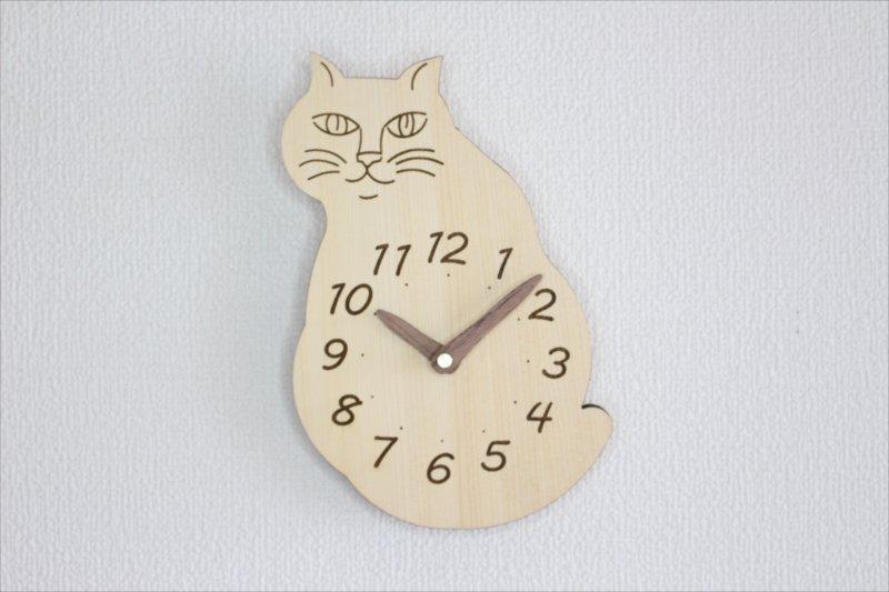 「にゃんじ?」猫掛け時計 ヒバ材使っているニャン!