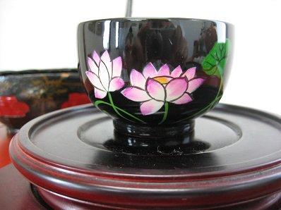塗りのお椀 蓮の花
