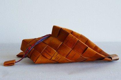 白樺の靴の形のオブジェ