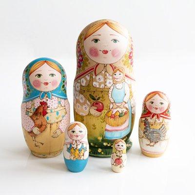 マトリョーシカ / りんごとにわとり / 5pieces / エレーナ・イヴァンツォーヴァ作