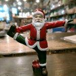 新作! クリスマス  ヨガサンタ 一本足のポーズ ヨガ教室 ヨガグッズ