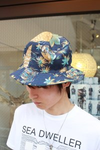 <img class='new_mark_img1' src='//img.shop-pro.jp/img/new/icons2.gif' style='border:none;display:inline;margin:0px;padding:0px;width:auto;' />glamb [グラム] Shine bucket hat<シャインバケットハット> インディゴ(リバーシブル)