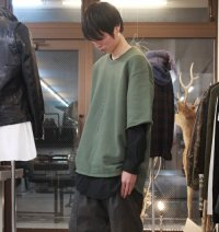 <img class='new_mark_img1' src='//img.shop-pro.jp/img/new/icons2.gif' style='border:none;display:inline;margin:0px;padding:0px;width:auto;' />glamb [グラム] Mahlon big sweat〈マーロンビッグスウェット〉 カーキ(トープ)
