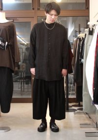 <img class='new_mark_img1' src='https://img.shop-pro.jp/img/new/icons2.gif' style='border:none;display:inline;margin:0px;padding:0px;width:auto;' />TROVE [トローヴ] MAALARI LONG SHIRT <バンドカラーロングシャツ> ブラック