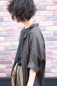 <img class='new_mark_img1' src='https://img.shop-pro.jp/img/new/icons2.gif' style='border:none;display:inline;margin:0px;padding:0px;width:auto;' />TROVE [トローヴ] VALO WIDE SHIRT <シャンブレーワイドシャツ> チャコール