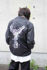 <img class='new_mark_img1' src='https://img.shop-pro.jp/img/new/icons2.gif' style='border:none;display:inline;margin:0px;padding:0px;width:auto;' />【ラスト1点】Ground Y Yohji Yamamoto [グラウンドワイ ヨウジヤマモト] Random Logo Coach Jacket <コーチジャケット> GR-J50-950 ブラック