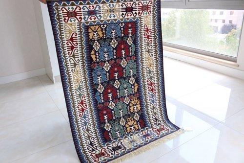 コレクション <br>緻密な織りのキリム 老舗工房による天然染料 約135x95cm