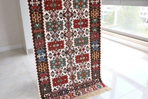 コレクション <br>緻密な織りのキリム 老舗工房による天然染料 約148x90cm