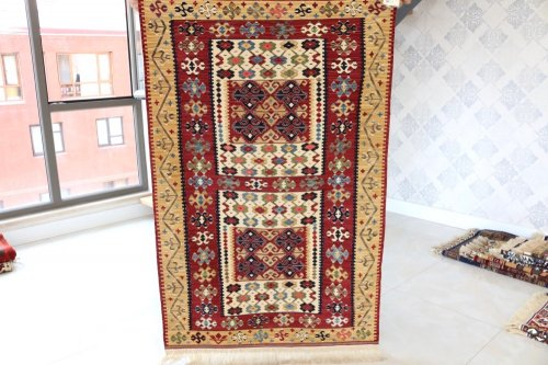 コレクション <br>緻密な織りのキリム 老舗工房による天然染料 約142x92cm