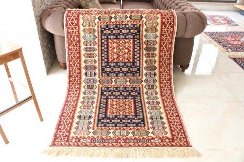コレクション <br>緻密な織りのキリム 老舗工房による天然染料 約171x118cm