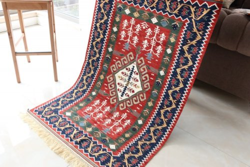コレクション 緻密な織りのキリム 老舗工房による天然染料 約145x94cm