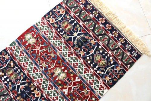 コレクション <br>緻密な織りのキリム 老舗工房による天然染料 約61x91cm
