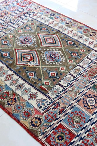 コレクション <br>緻密な織りのキリム 老舗工房による天然染料 約186x123cm