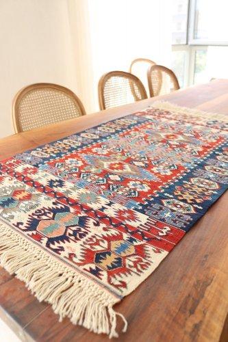 コレクション <br>緻密な織りのキリム 老舗工房による天然染料 約104x63cm